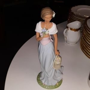 "Avon 2002 Moments & Memories 9"" tall porcelain col"